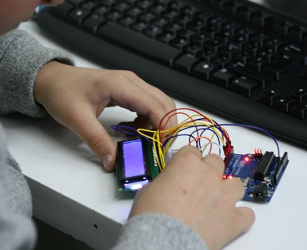 Los alumnos reconocen que prefieren extraescolares basadas en nuevas tecnologías, según un estudio de ConMasFuturo® 8