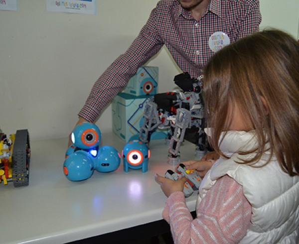 ConMasFuturo lleva a Sevilla su trabajo de fomento del Bilingüismo Tecnológico para niños y niñas 4
