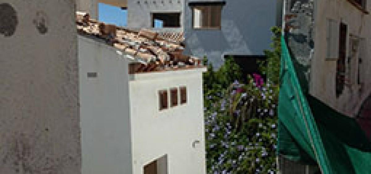 La Junta de Andalucía da la espalda a 400 familias de Cármenes del Mar mientras sus casas de hunden 2