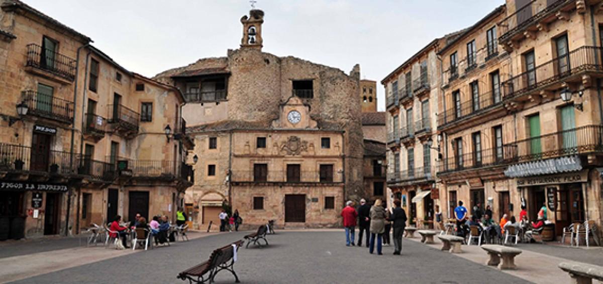 La Asociación de los pueblos más bonitos de España ha presentado una guía con información de sus 44 municipios y su nueva central de reservas 4