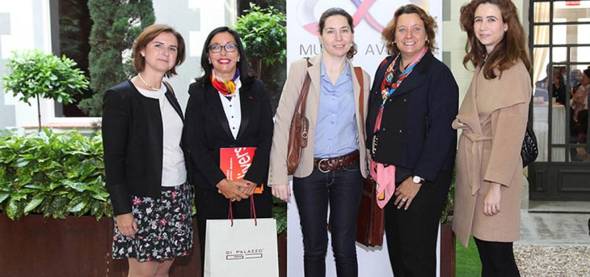 La ASOCIACIÓN DE AMISTAD HISPANO - FRANCESA MUJERES AVENIR reflexiona sobre el liderazgo femenino en la Transformación Digital 12