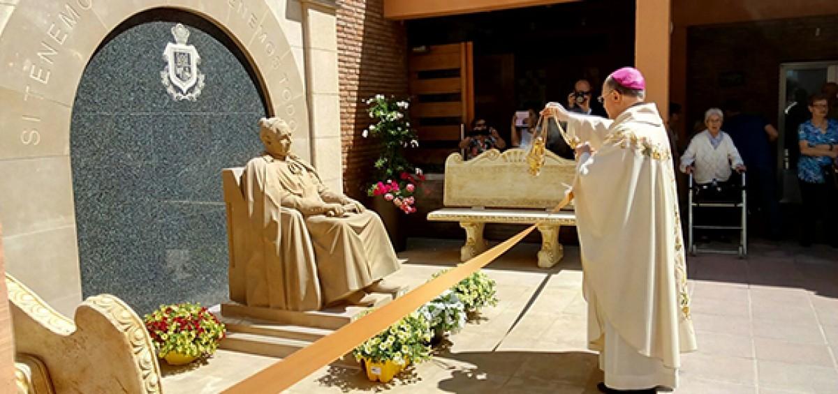 Se presenta la escultura del Padre Fundador de la Orden de Las Hermanitas de los Ancianos Desamparados 17