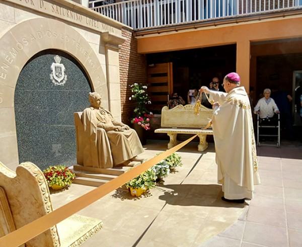 Se presenta la escultura del Padre Fundador de la Orden de Las Hermanitas de los Ancianos Desamparados 4