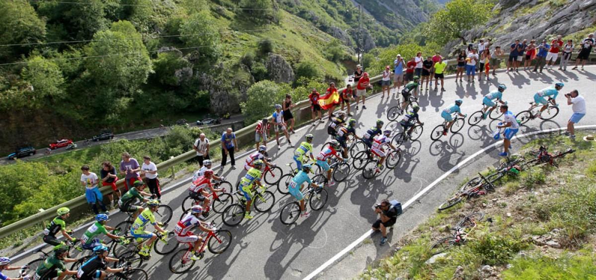 La Vuelta 2016 pedalea con el apoyo logístico integral de Azkar Dachser Group 14