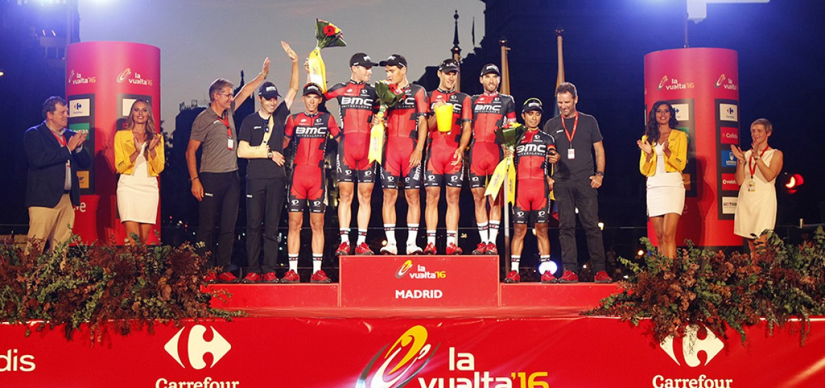 Azkar Dachser Group entrega al BMC el Premio a la Clasificación por Equipos de La Vuelta 2016 2