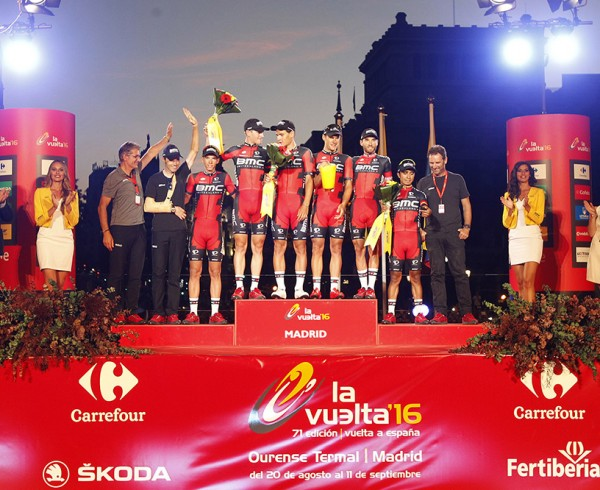 Azkar Dachser Group entrega al BMC el Premio a la Clasificación por Equipos de La Vuelta 2016 6