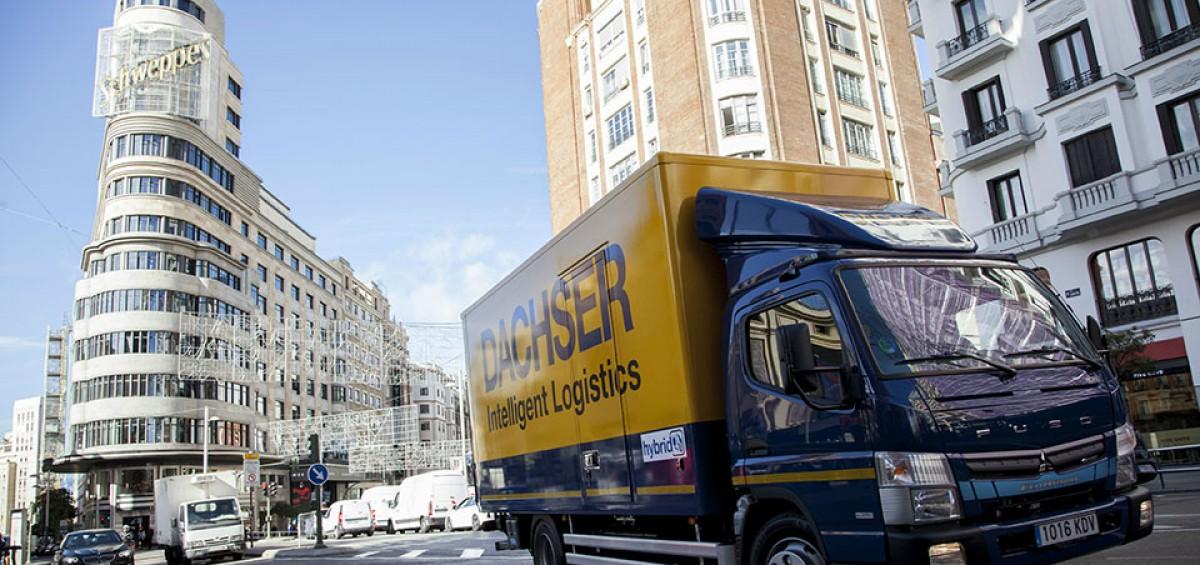 Dachser y Mercedes-Benz Trucks reducen las emisiones de CO2 con su primer camión híbrido en Madrid 2