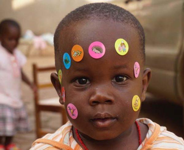 El Proyecto Chloé consiguió todos los fondos para dotar de material médico y quirúrgico el Consultorio de Entebbe (Uganda) 10