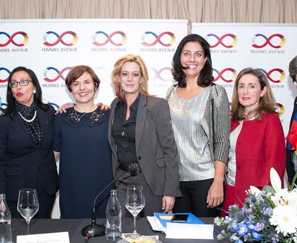 Las mujeres, por sus capacidades de creatividad, innovación y trabajo colaborativo, están llamadas a liderar la cuarta revolución industrial 10
