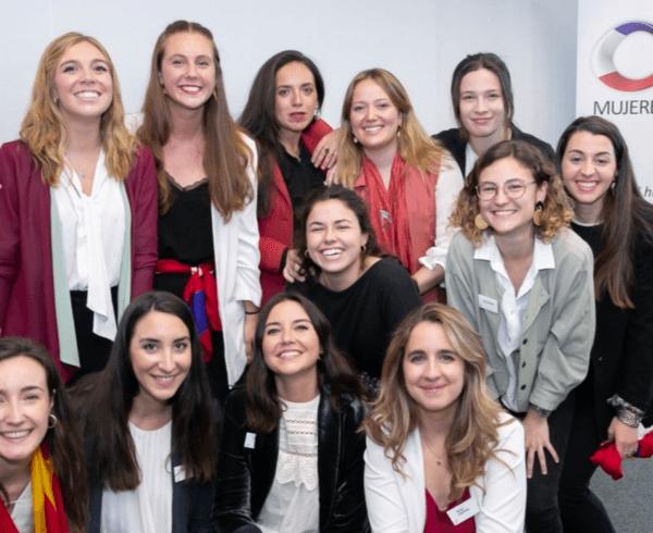 Las mujeres jóvenes eligen empleos que apoyen el desarrollo de la carrera profesional y compartan sus valores de igualdad de género 4