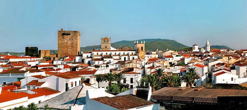 Olivenza destapa el cartel que le proclama como Uno de Los Pueblos más Bonitos de España 1