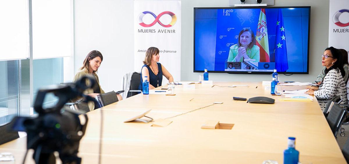 """Cristina Gallach, Secretaria de Estado de Asuntos Exteriores, incide en la necesidad de """"ponernos unas gafas de género y políticas feministas"""" para poder salir adelante de la crisis 2"""